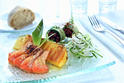 Salmon with teriyaki sauce, pineapple and julienne vegetables