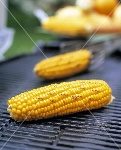 Barbecued corncobs