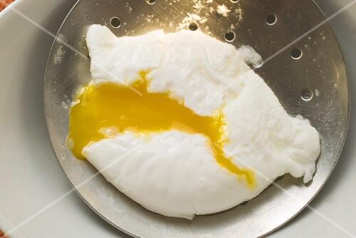 Poached egg on skimmer