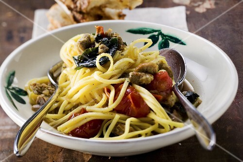 Linguine with veal and cherry tomatoes