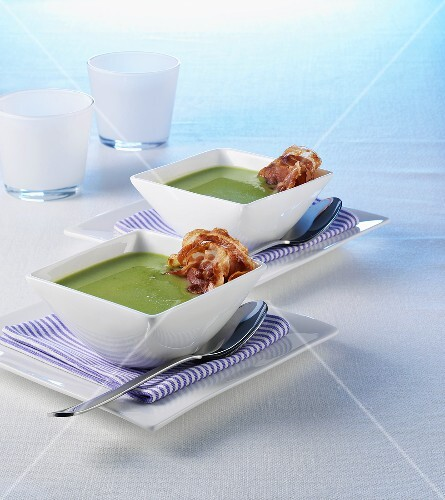 Cream of pea soup with slices of bacon