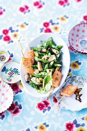 Asparagus salad with mushrooms and salmon skewers