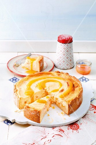 Cheesecake with apricot puree