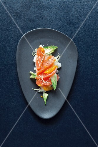 Marinated salmon sashimi on orange rice and chicory (Japan)