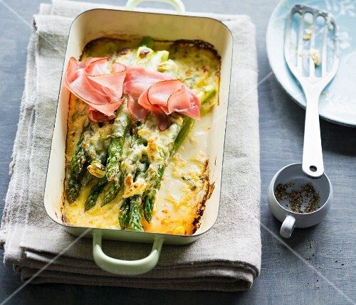 Gratinated green asparagus with ham