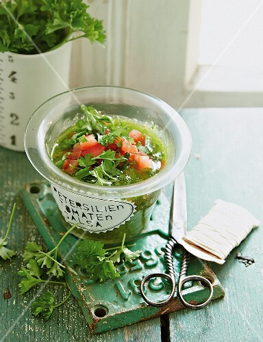 Parsley salsa with tomatoes