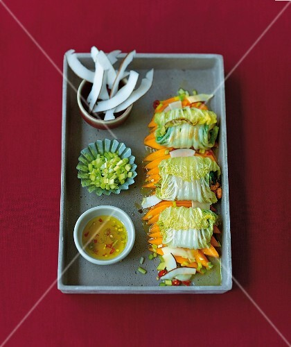 Crab parcels on a leek and mango salad (Asia)