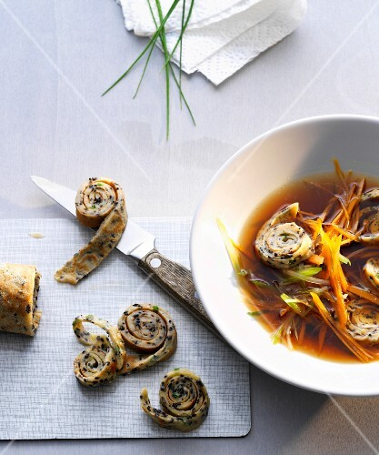 Vegetable soup with herb pancakes (Asia)