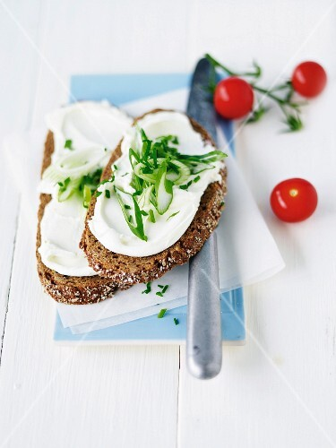Herb bread with cream cheese, chives, parsley and leek
