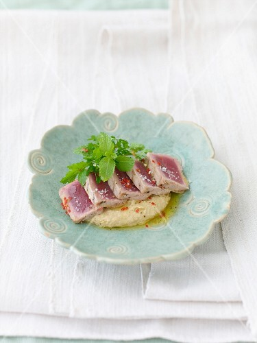 Tuna fish with a sesame seed and chickpea purée