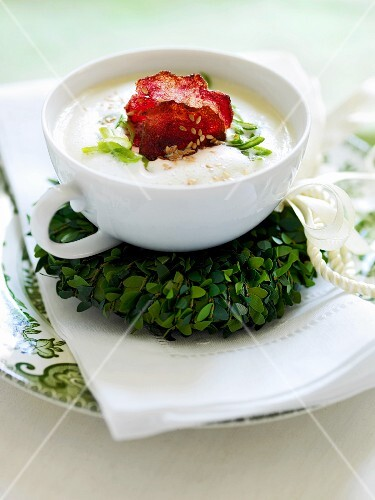 Jerusalem artichoke soup with beetroot crisps