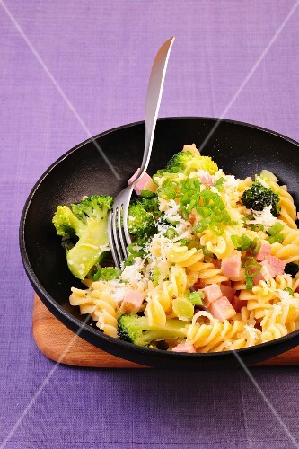 Pasta with broccoli and ham