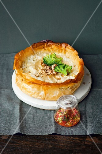 Puff pastry pie with ricotta, broccoli and nuts