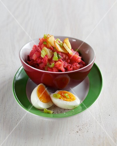 Red mashed potatoes with beetroot, apple and boiled eggs