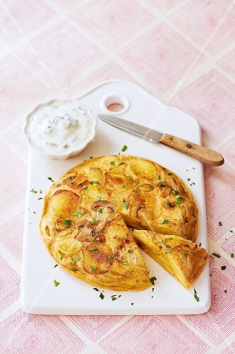 Vegetable frittata with a yoghurt dip