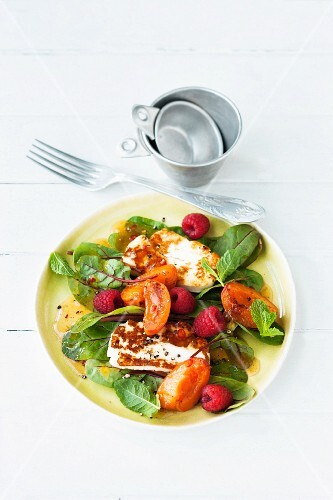 Chard salad with apricots, raspberries and grilled cheese
