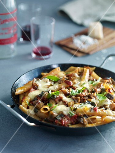 Pasta bake with aubergines and mozzarella
