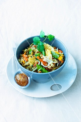 Fried rice with vegetables and pineapple (India)