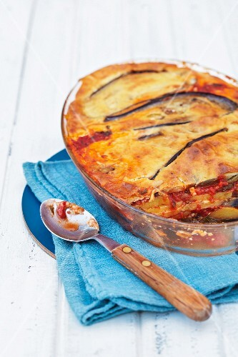 An aubergine bake with potatoes (Greece)