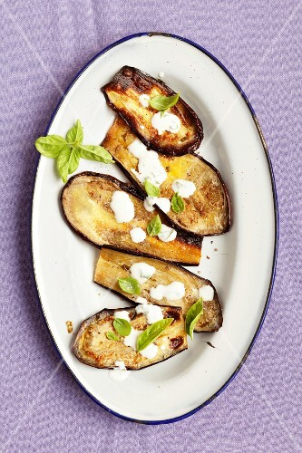 Aubergines with a yogurt sauce