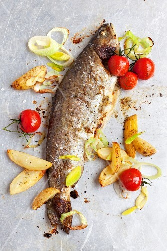 Oven-baked trout with leek