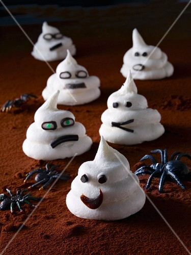 Meringue ghosts for Halloween