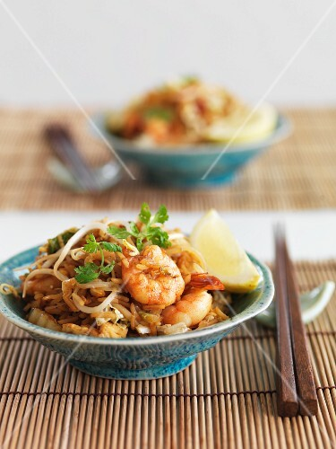 Fried rice with prawns and bean sprouts (Indonesia)