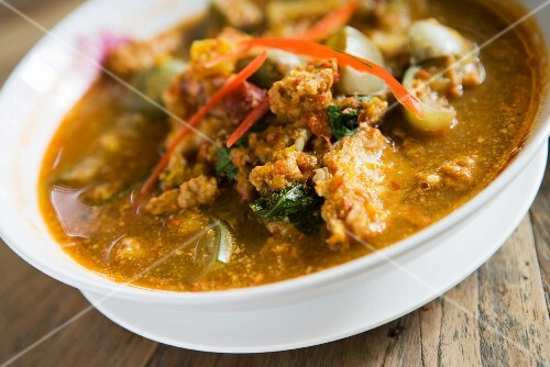 Red curry soup with prawns (Thailand)