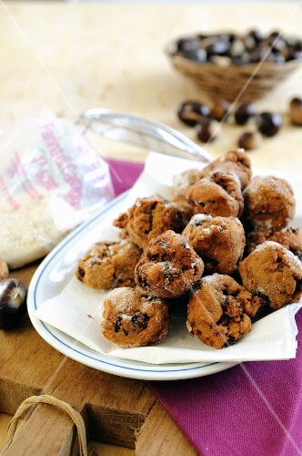 Deep-fried cakes made with chestnut flour and raisins