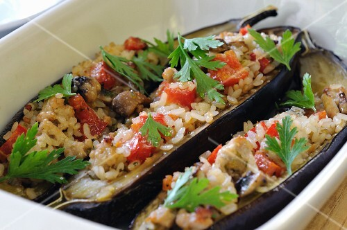 Aubergines filled with rice, tomatoes and pork