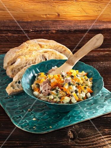 Carrot and tuna spread with white bread