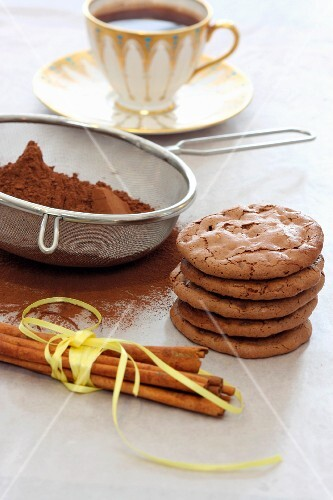 Flourless hazelnut and chocolate biscuits with cinnamon