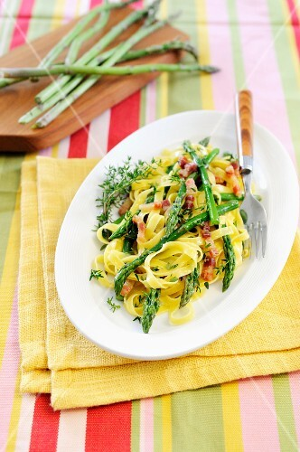 Tagliatelle pasta with asparagus tips, pancetta and thyme