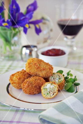 Croquettes filled with bacon and egg