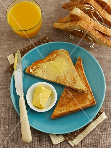 Toast triangles with butter and orange juice