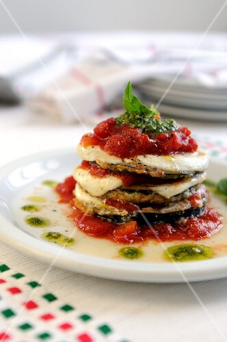 Aubergine parmigiana (aubergines with tomato and mozzarella)