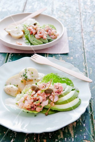 Lettuce boats filled with prawns, avocado wedges and capers