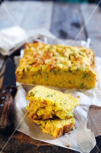 Cornbread with courgette and cheese