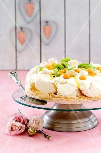 Gooseberry and kiwi pavlova