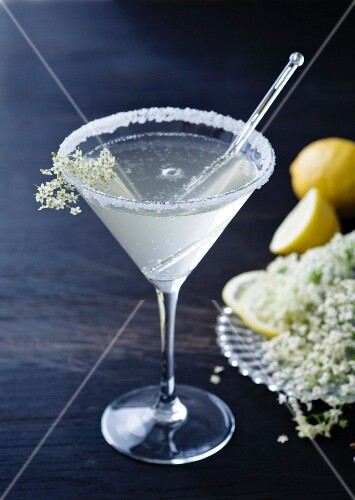 Cocktail with gin and elderflowers