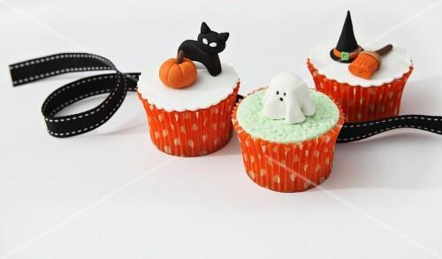 lustige cupcakes zu halloween bild kaufen 11104434 stockfood. Black Bedroom Furniture Sets. Home Design Ideas