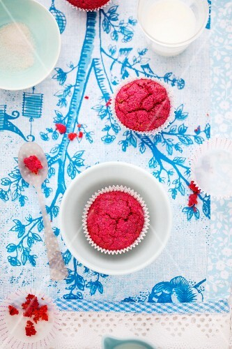 Beetroot muffins with poppy seeds
