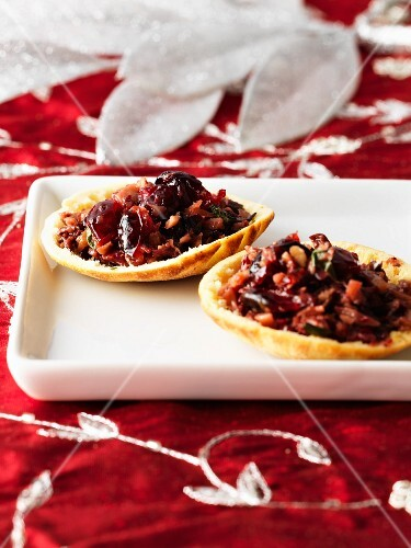 Puta chips with a cranberry and almond tapenade (Christmas)
