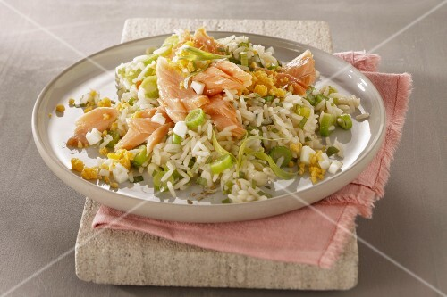 Vegetable rice with smoked salmon