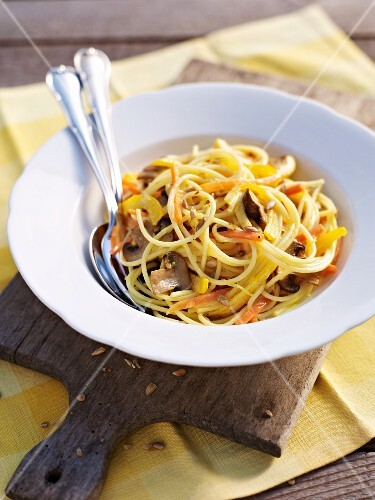 Spaghetti al limone (lemon spaghetti with mushrooms and vegetables)