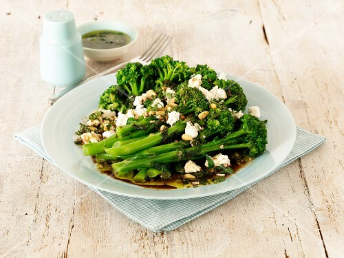 Broccoli salad with goat's cheese