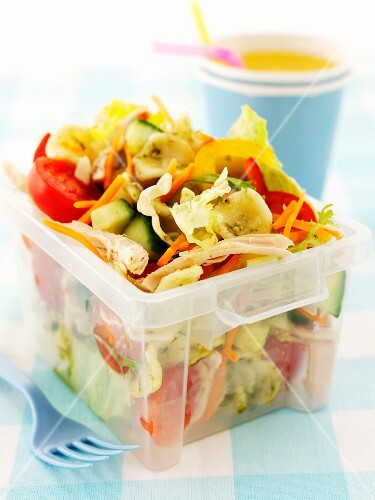 Pasta salad with chicken and vegetables to take away