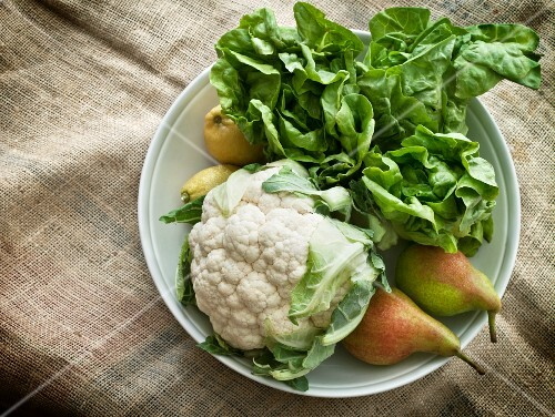 Cauliflower, pears and salad in a bowl