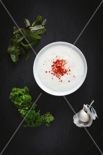 Yoghurt dip with herbs and garlic