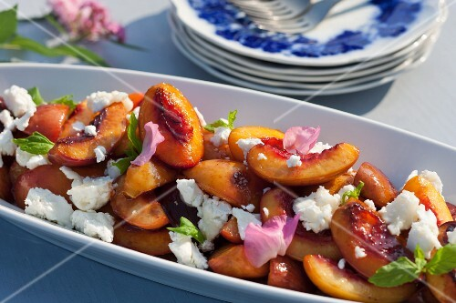 Grilled nectarines and peaches (Sweden)